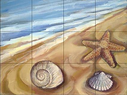 Murale di piastrelle di ceramica conchiglie nella sabbia da