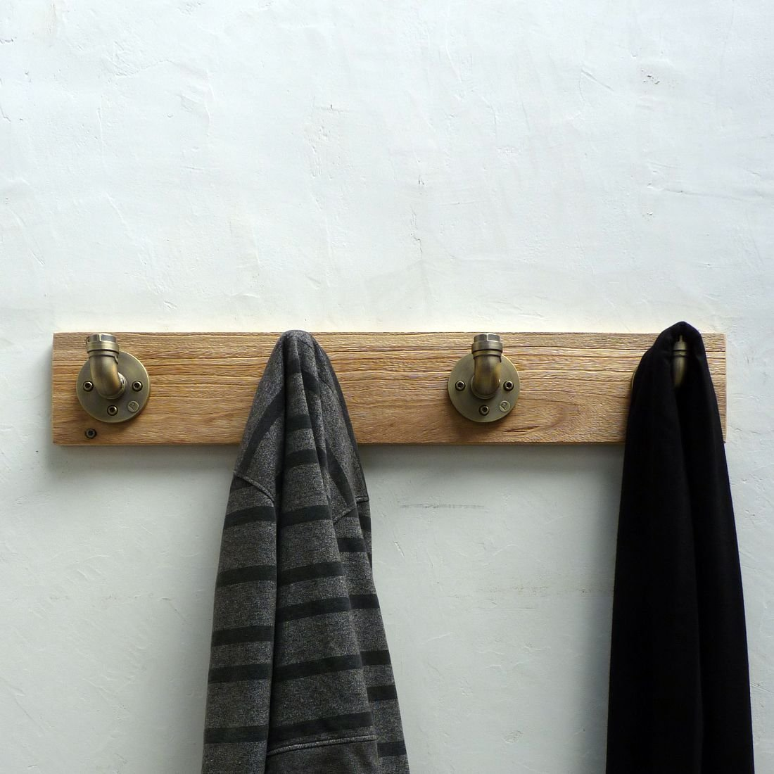 San Antonio Industrial Wall Mounted Entryway Hat Coat Clothes Clothing Towel Robe Rack 4 Aluminum Hooks with Sustainable Solid Wood / 6 inches H x 36 inches W x 4 inches D (Natural Stained Wood)