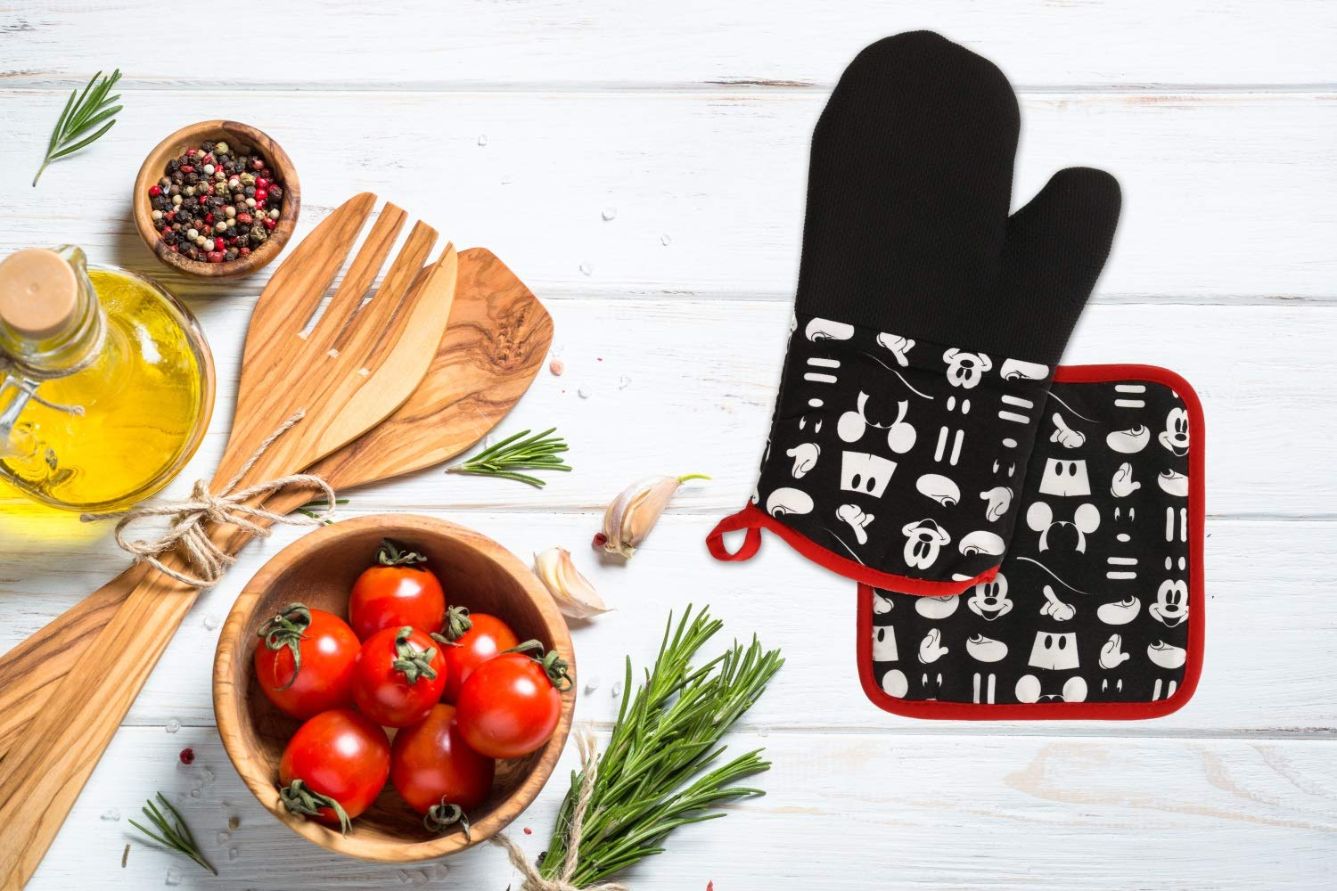 """Gray Bake Safe w//Disney Cotton Potholders w//Pocket Heat Resistant up to 500 Degrees F 8x9/"""" Minnie Mouse Face Novelty 2pk Best Brands Neoprene for Easy Gripping"""