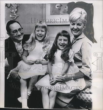 1960 Press Photo Mr & Mrs Morris Chalfen Debbie & Linda Chalfen