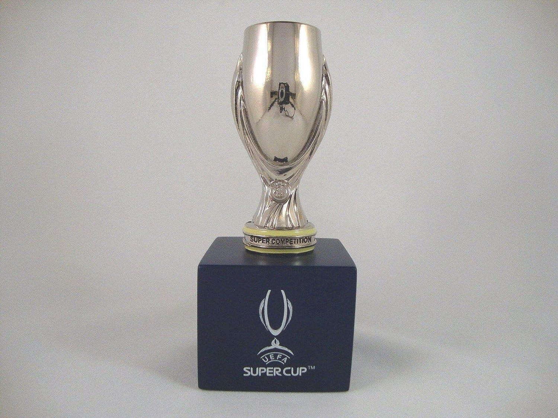 UEFA Super Cup Trophäe 70mm mit Podest: Amazon.de: Sport & Freizeit