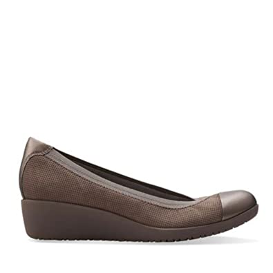 80c74600110e Clarks Women s Petula Sadie Shoe in Taupe Nubuck  Amazon.co.uk  Shoes   Bags