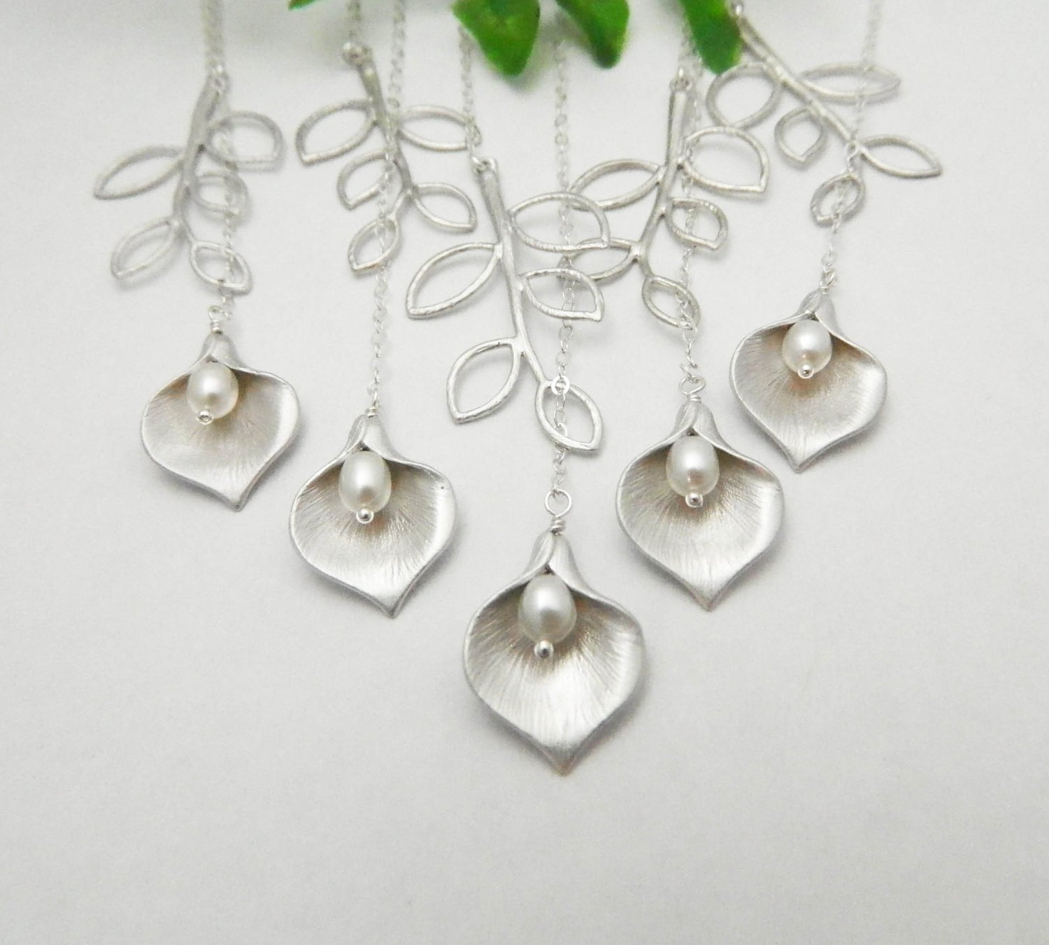 Bridesmaid Gifts, Set of FIVE, Calla Lily Necklace, STERLING SILVER Lariat Necklace, Bridesmaid Jewelry, Bridesmaid Necklace, Wedding Necklace