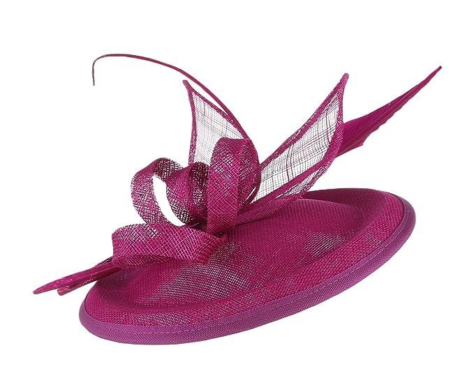 Sombrero vintage de mujer con adornos de pluams para bodas.
