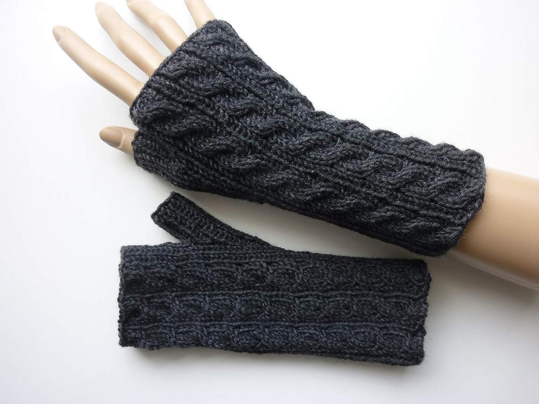 Armstulpen Anthrazit mit Zopfmuster aus Schurwolle handgestrickt