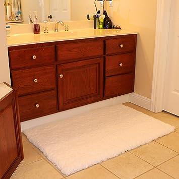K MAT 32x47 Inch Large Luxury White Bath Mat Soft Shaggy Bathroom Rugs Non