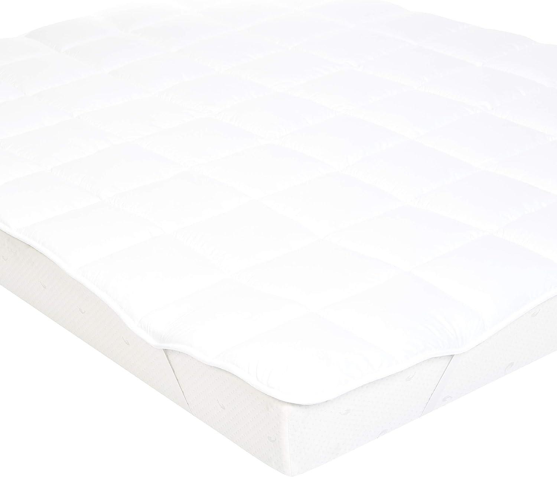 AmazonBasics - Sobrecolchón suave con relleno de poliéster de microfibra y correas, 180 x 200 cm, blanco