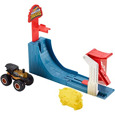 Hot Wheels Monster Trucks Big Air Breakout Playset: Toys & Games
