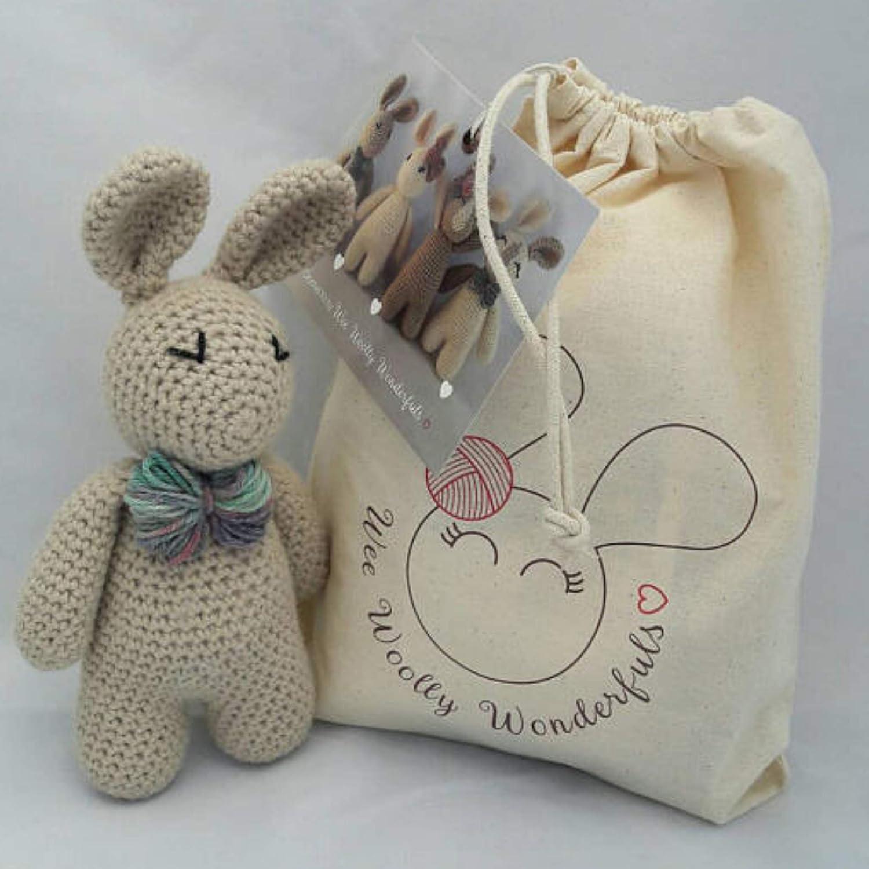 Free Crochet Pattern Bunny Amigurumi - thefriendlyredfox.com | 1500x1500