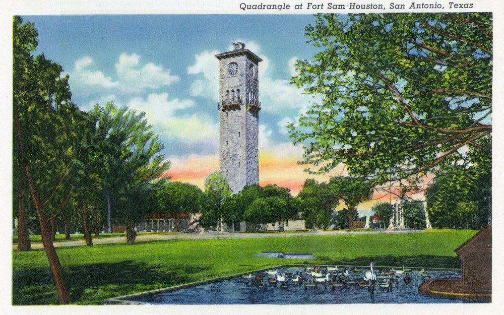 San Antonio、TX – Exterior時計タワーのビューからThe Fort Sam Houston Quadrangle 36 x 54 Giclee Print LANT-29003-36x54 36 x 54 Giclee Print  B01MG3F43I