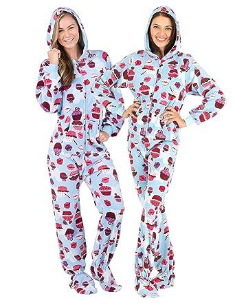 4d5c9e86cc Amazon.com  Footed Pajamas - Blue Cupcakes Adult Hoodie Fleece ...