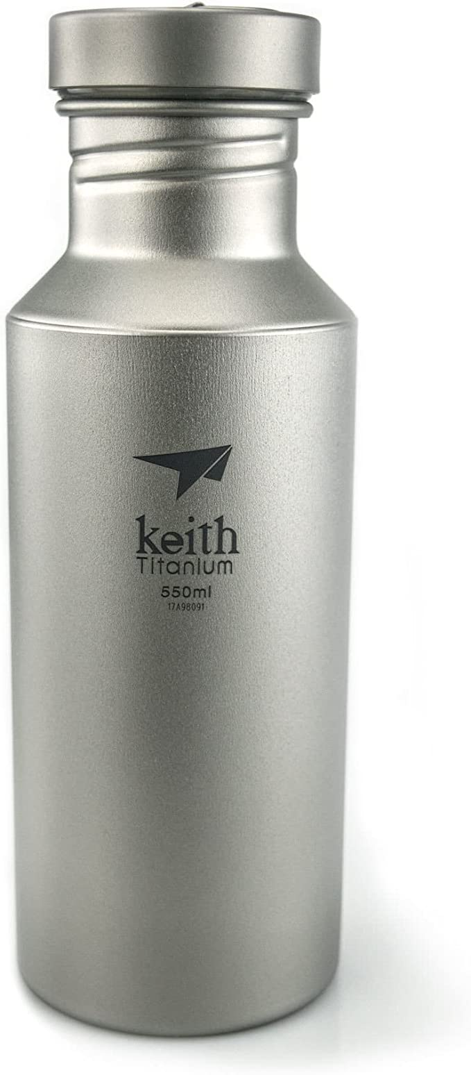 Botella de titanio ultra ligera (550 ml) ideal para camping, senderismo, trekking y picnic.