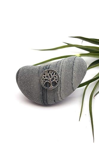 Piedras del Mediterráneo con el símbolo del árbol de la vida ...