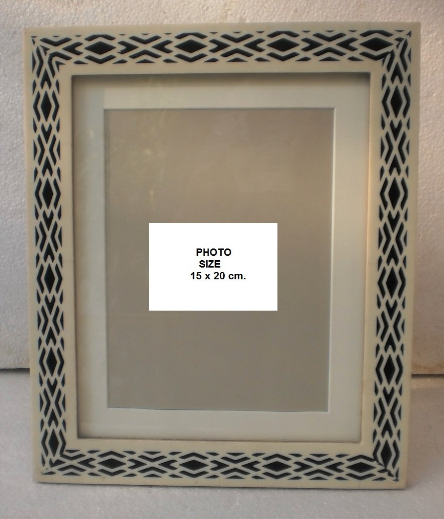 BLACK & WHITE PRINTED PICTURE FRAME WITH WOODEN BORDER