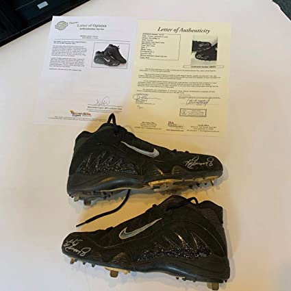 100% authentic 6deb6 0376b Image Unavailable. Image not available for. Color  Ken Griffey Jr. Game  Used Signed Pair Of Nike Cleats ...