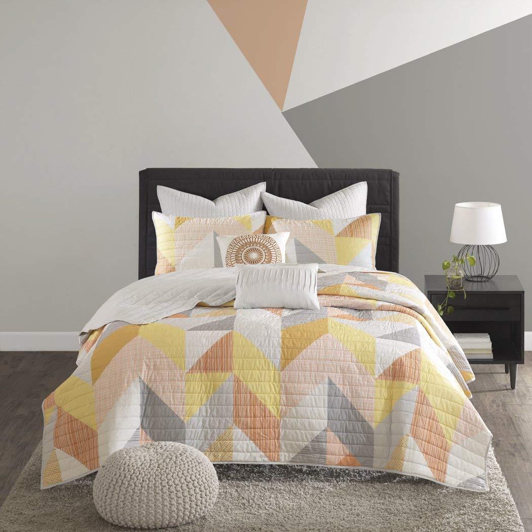7ピースコーラルイエロー幾何形状楽しいオールオーバーCoverletキングCalセット、抽象図形テーマ寝具、明るいゴールデンオレンジホワイト三角形モチーフパターン、コットン B078NLGYQY