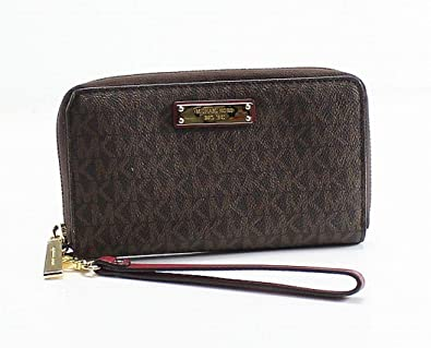 56c7b4f7c311 Michael Kors Womens Jet Set Travel Logo Continental Faux Leather Wristlet  Wallet  Handbags  Amazon.com