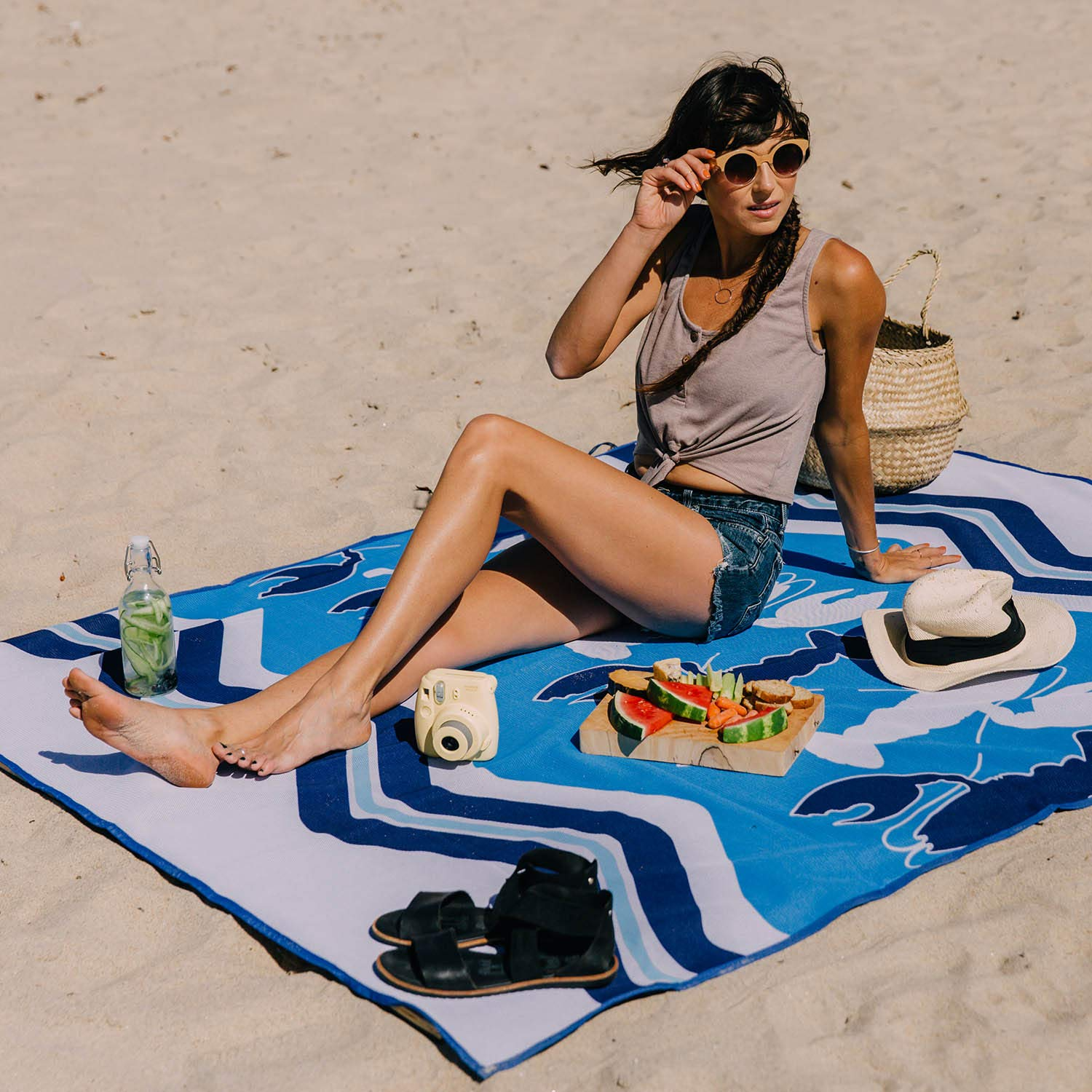 camping water-resistant and great for family picnics and all outdoor adventures. Patented Sand-Free Beach Mat thats durable CGear Sandlite