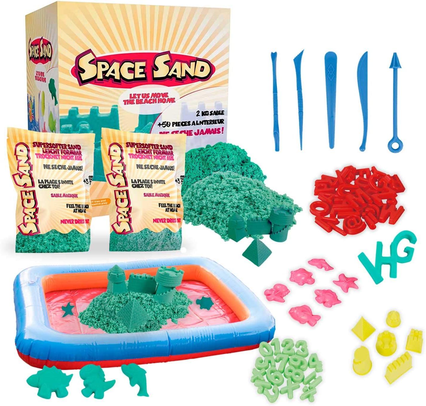Space Sand 1.8 kg con 50 Piezas de Formas, números, Letras, Piezas de Castillos, Herramienta de Modelado, Arena mágica cinética, Probada por el TÜV (1.8kg Turquesa)