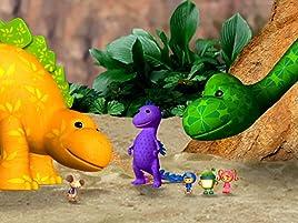 Hay solo una cosa que atemoriza a los dinosaurios en el Museo de Dinosaurios: ¡el sonido de los truenos! Por eso, cuando los asusta una gran tormenta, ...