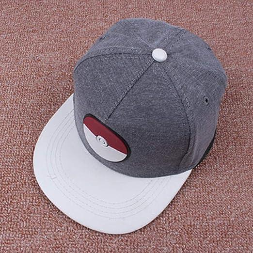 Chicos y chicas planas a lo largo de las letras de gorras de ...