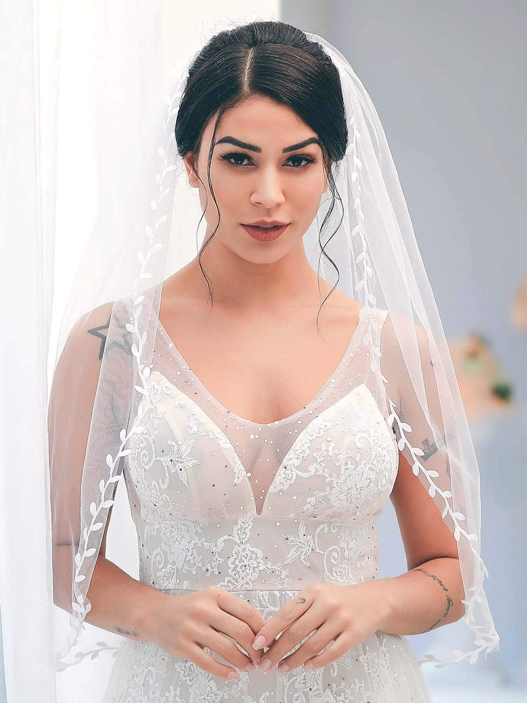 Barogirl Wedding Veil White Elbow Length Veil Comb Leaf Ribbon Trim Bridal Veil Fingertip (with Flower Hair Comb)
