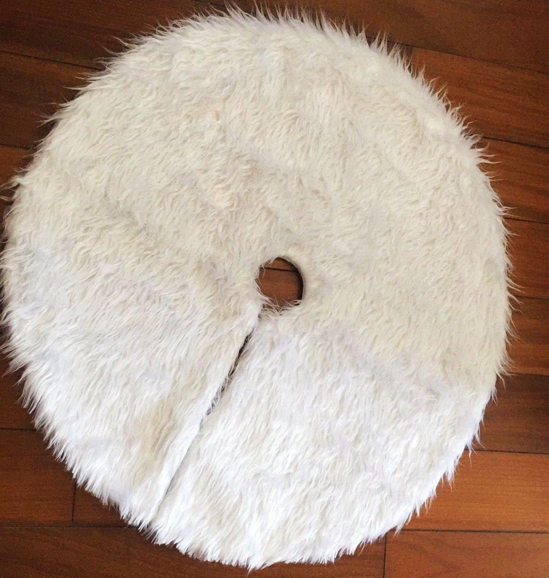 HY-MS White Faux Fur Plush Christmas Tree Skirt for Merry Christmas Party Decoration- 31 inches