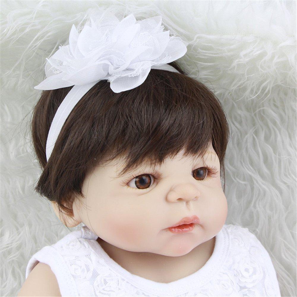 Soft 23 Zoll 57 cm Princess Girl Baby Puppe realistische Full Silikon Vinyl wiedergeboren Puppen mit weißem Kleid Anzug echten Touch Babys Spielzeug Geburtstag Weihnachts-Geschenk Verringerung Angst helfen Autismus schwangere Frauen
