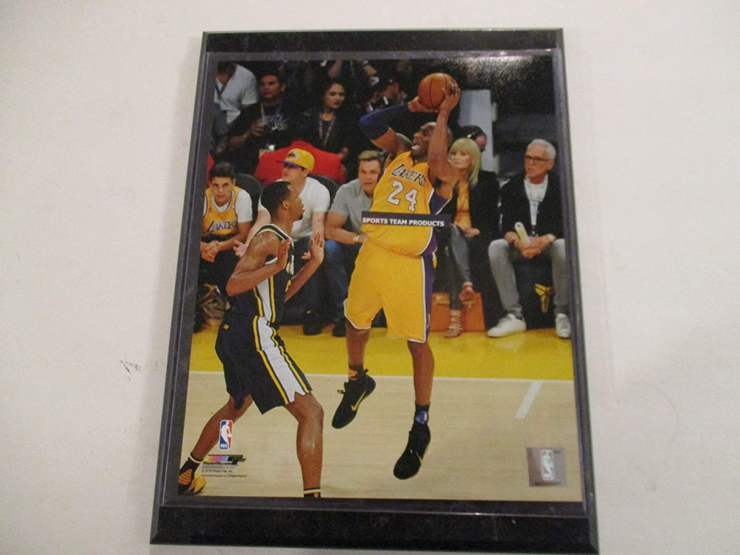 Kobe Bryant Of The Los Angeles Lakers 2016 Photo File Action Photo Mounted On A 9 X 12 Black Marble Plaque At Amazon S Sports Collectibles Store
