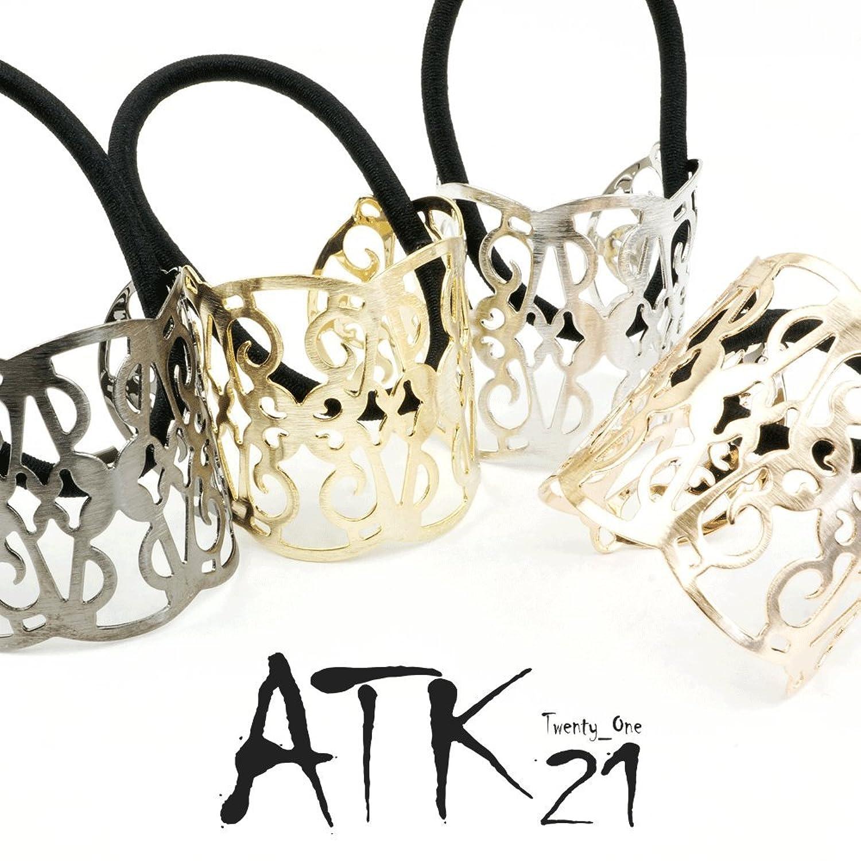 ATK21(エーティーケートゥエンティワン)透かしメッシュプレートヘアゴム 540円