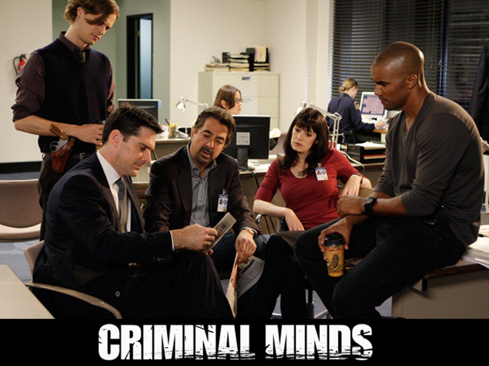 A. J. Cook spills criminal minds season 9 secrets: 'jj is not who.