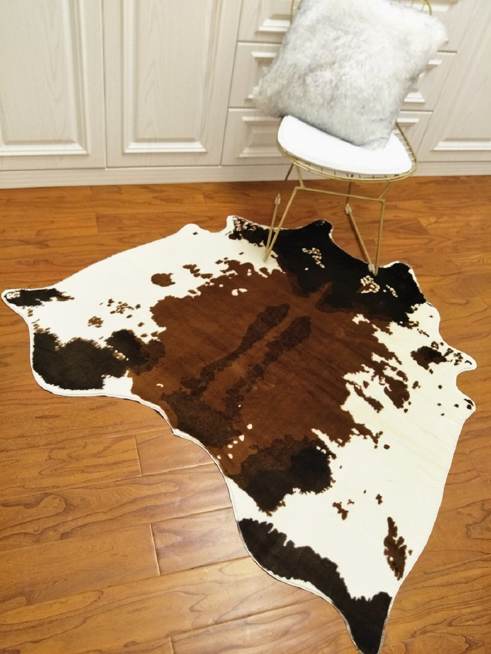 Cow Hide Skin Rug Cowhide Print Carpet Faux Leather Area Rug Slip-Resistant Mat 4.1x4.2 Feet