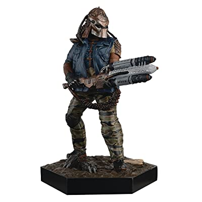 Alien and Predator Noland from Predators Figure with Collector Magazine #17: Toys & Games