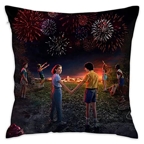 Amazon.com: Stranger Things 3 - Funda de cojín decorativa ...