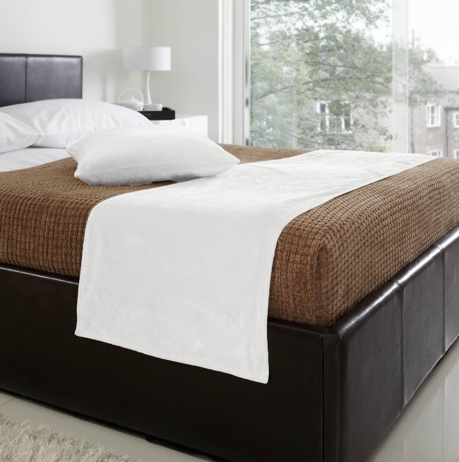 HealthyBusiness1 3 Pc Velvet Bed Runner set Bed Runner + 2 Pc 18'' x 18'' Cushion Covers Wedding bedding (white, 50x240cm/19.6x94.4 inch for 1.8 m bed)