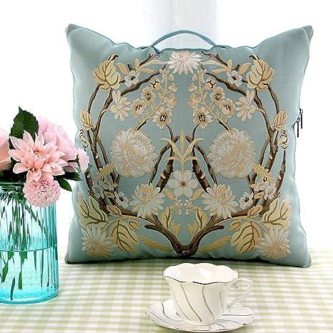 El sofá multifuncional de la colcha de almohada se usa en la ...