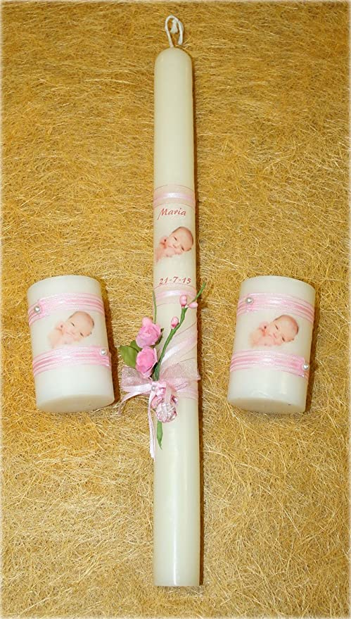 y la Fecha del Bautizo,una Cinta Set de Velas Bautizo compuesta por una Vela de Bautizo Decorada con una fotograf/ía del Bebe Azul una Perla Blanca con un Lazo y Chupete. un Ramillete de Flores
