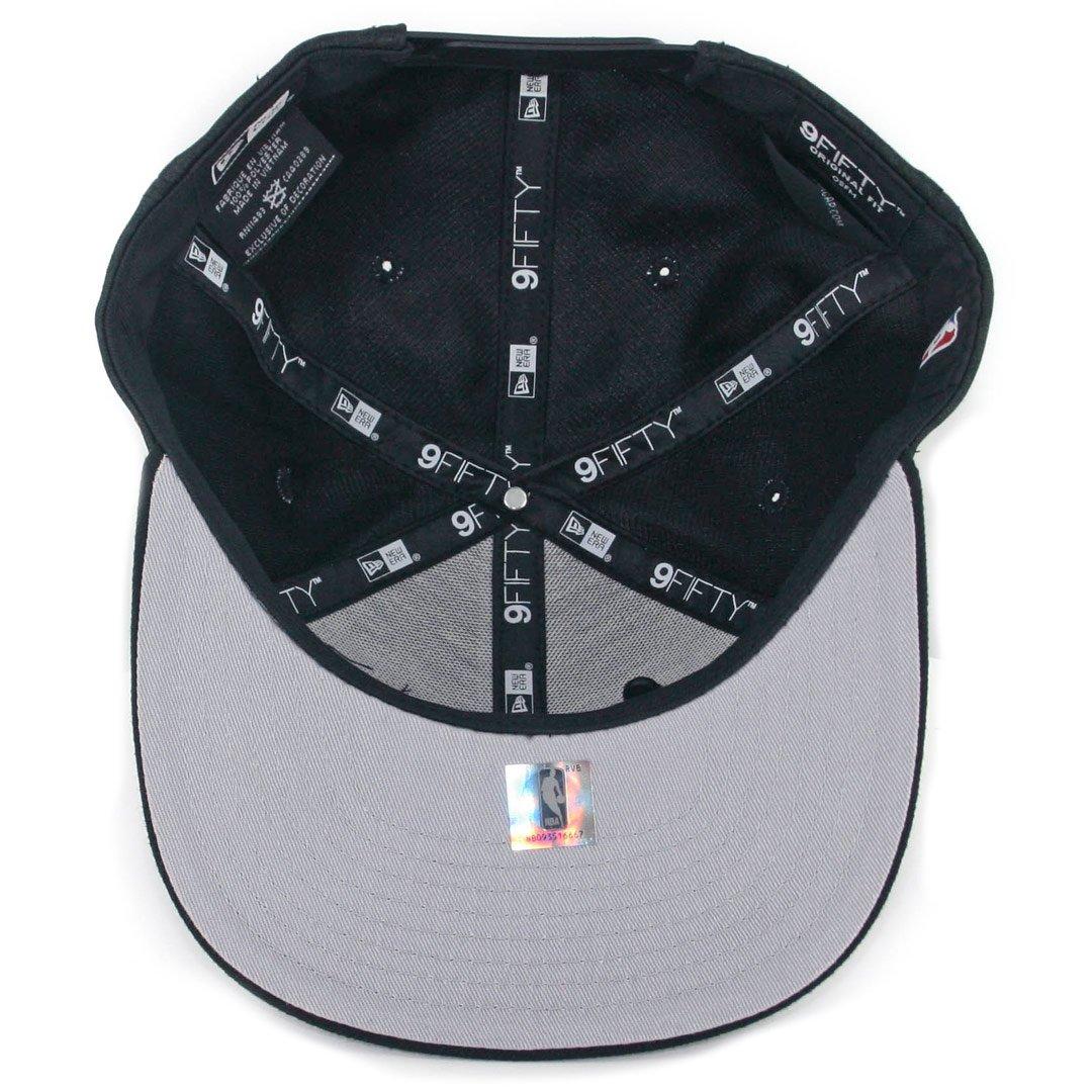 5189752cf94 Amazon.com   New Era 9Fifty Pin Chicago Bulls Snapback Hat (Black) Men s NBA  Finals Cap   Sports   Outdoors