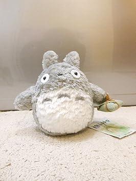 """Pequeño peluche Totoro - Personaje de animación japonés cargando """"dumplings""""/empanadillas de"""