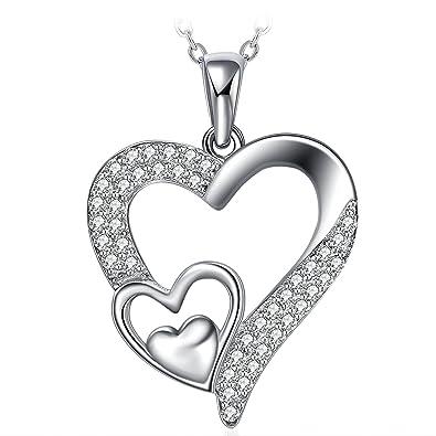 Pendentif en argent blanc avec triple cœurs et diamants incrusté à l'intérieur.
