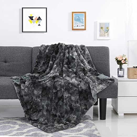 """LANGRIA Luxury Super Soft Faux Fur Fleece Throw Blanket Cozy Fluffy Warm Breathable Lightweight and Machine Washable Dyed Fabric for Winter – Decorative Throw for Couch Sofa Bed (50"""" x 60"""", Black)"""