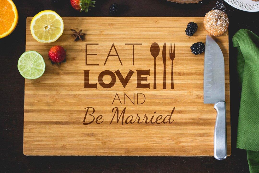 Eat amar y ser casado grabado tabla de cortar, 15