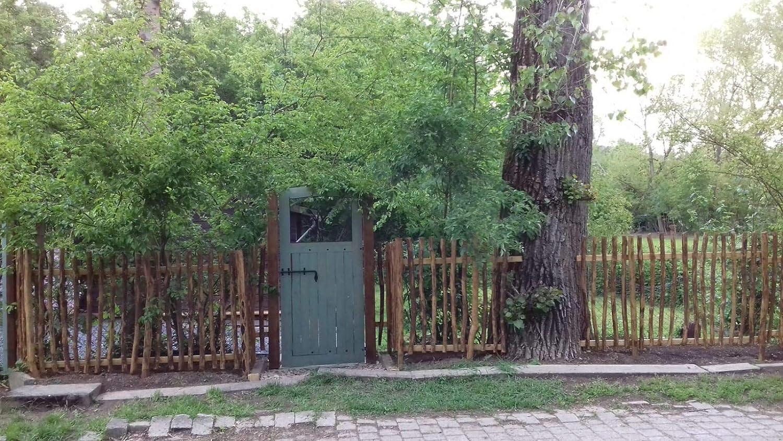 Zaunbau oder als Wand und Decken Verkleidung Natur Zaunbretter Staketen Latten zur Gartengestaltung 1 STK Zaunlatten Haselnuss 80 x 5 cm