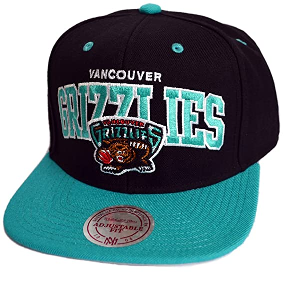 new product 52cf2 3b07c Image Unavailable. Image not available for. Colour  Mitchell   Ness  Vancouver Grizzlies Team Arch Black Snapback