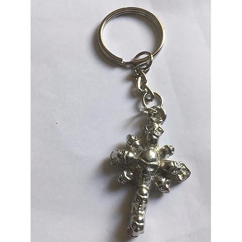 Croix gothique avec têtes de mort Taille 4cm x 2cm Tg277Emblème fabriqué à partir de fin anglais en étain sur un anneau porte-clés/bijou de sac très fins D&eac
