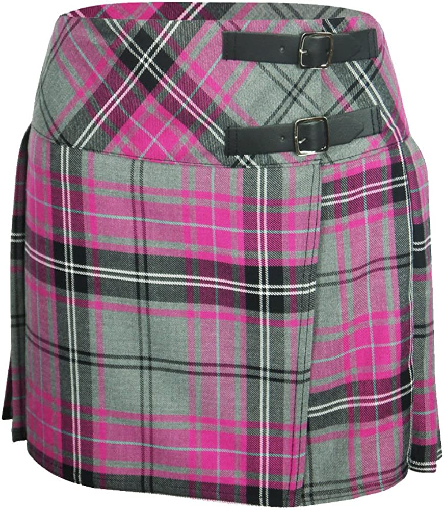 Falda plisada de cuadros escoceses, con cintas de cuero y hebillas ...