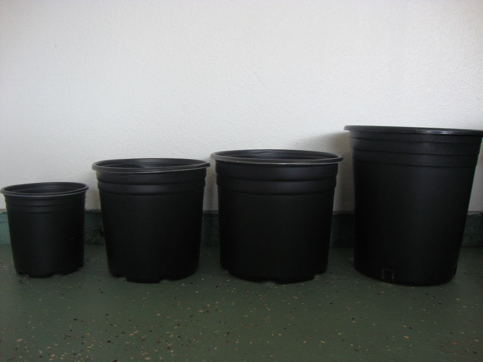 1 gallon plastic nursery garden pots ( Lot of 100 )
