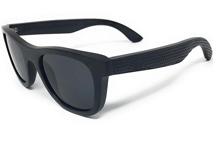 090add52f4 Amazon.com  Patriot Shades Polarized Floating Large Frame Bamboo Wood  American Flag Wayfarer Sunglasses