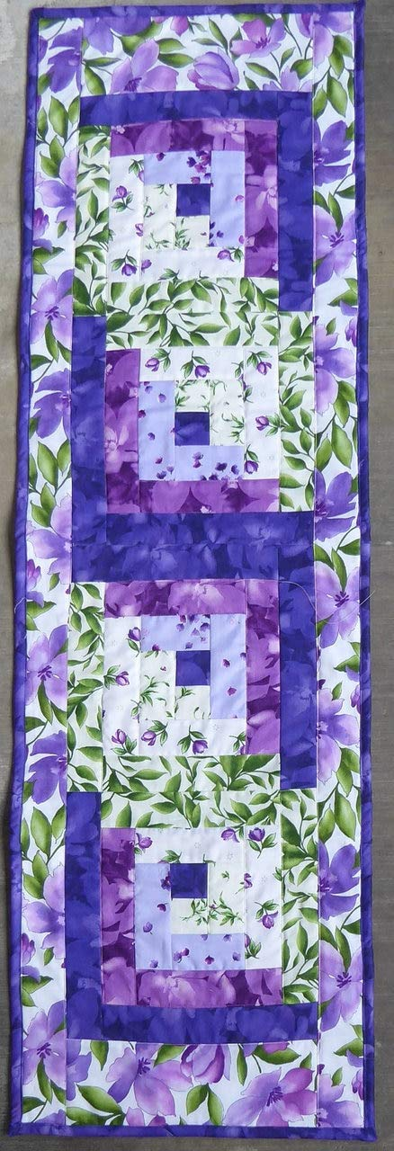 Sue's Creating Cottage Quilt Shop メイウッドスタジオキルトテーブルランナーログキャビンデザインカタリナウルトラバイオレット B01N3VCOMU