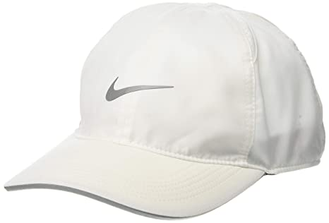 f527d2bddd4 Amazon.com  Nike Featherlight Running Cap